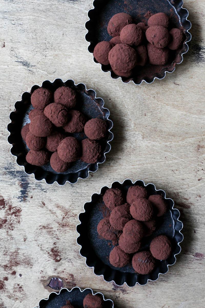 Trufas en 4 mini moldes negros