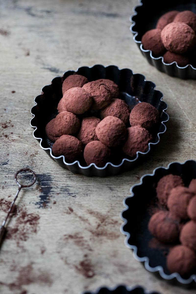 3 mini moldes de tarta rellenos con trufas de chocolate