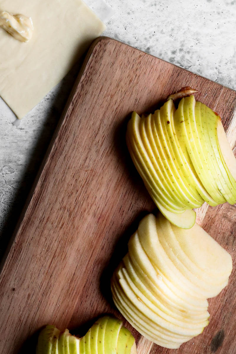 Overhead shot of the sliced apples on a wooden board