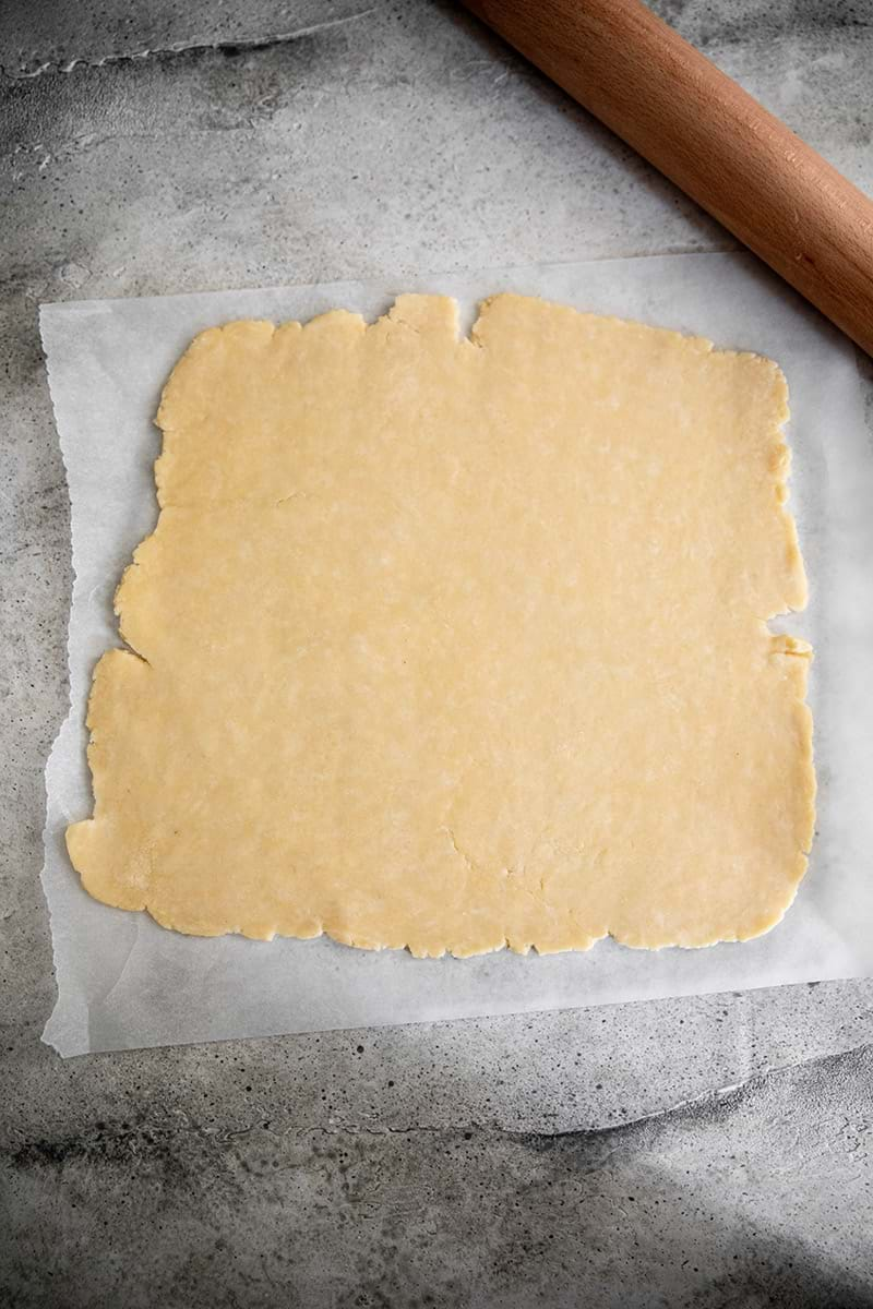 Rolled out quiche crust 2/3 mm thick