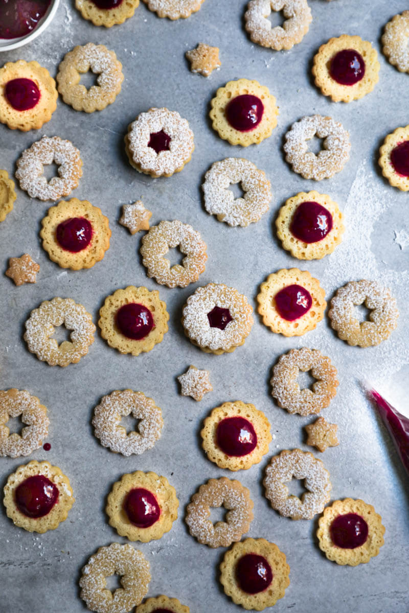 Cookie rounds filled with raspberry jam and cookie tops arranged in an irregular manner