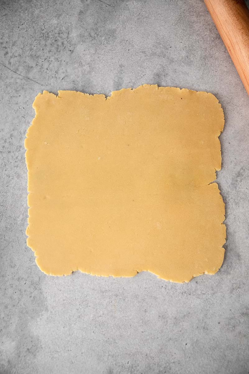 Rolled out shortbread crust